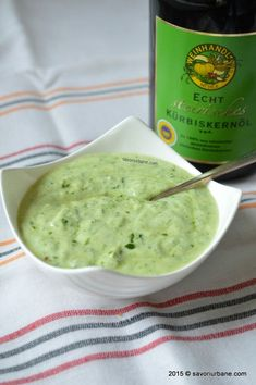 Sos de iaurt cu leurda Vinaigrette Dressing, Romanian Food, Raw Vegan, Food And Drink, Tzatziki, Cooking Recipes, Vegetarian, Tasty, Healthy
