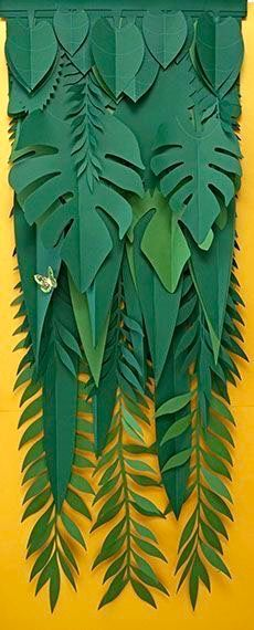 Super ideas for diy paper leaves tropical Jungle Party, Safari Party, Diy Paper, Paper Art, Paper Crafts, Diy Flowers, Paper Flowers, Vitrine Design, Decoration Vitrine