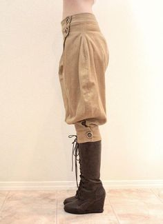 Steampunk Couture's Fall/Winter line. The awesome pants from the side. Love her stuff. Very nice work, indeed.