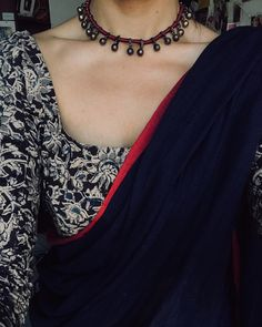 Lovely readymade saree blouse Find more info on -- Simple Sarees, Trendy Sarees, Stylish Sarees, Sari Bluse, Cotton Saree Blouse, Black Saree Blouse, Saree Jackets, Sari Blouse Designs, Kalamkari Blouse Designs