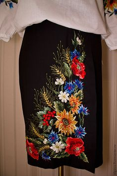 Embroidery On Clothes, Embroidered Clothes, Embroidery Fashion, Embroidery Dress, Embroidered Blouse, Ribbon Embroidery, Floral Embroidery Patterns, Embroidery Suits Design, Embroidery Designs