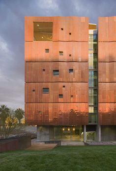 Meinel Optical Sciences Building / richärd+bauer