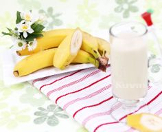 Banana Natural Juice Fresh Juice Recipes, Cold Press Juicer, Fruit Ice Cream, Juicy Juice, Plant Based Milk, Vitamins And Minerals, Glass Of Milk, Smoothies, Natural Juice