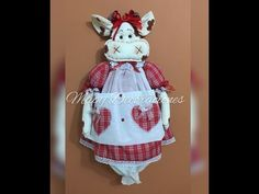 Vaca guarda bolsas , Cow to store bags Primitive Doll Patterns, Dyi Crafts, Project 3, Christmas Projects, Cow, Quilts, Christmas Ornaments, Holiday Decor, Sewing Ideas