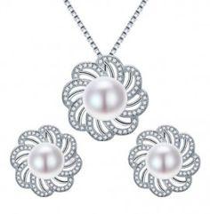 set bijuterii cu perle http://www.bijuteriifrumoase.ro/cumpara/cercei-si-pandativ-cu-perle-de-apa-dulce-3517