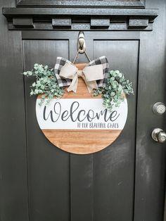 Wooden Door Signs, Diy Wood Signs, Wooden Door Hangers, Fall Door Hangers, Christmas Door Hangers, Welcome Signs Front Door, Front Door Decor, Welcome Wood Sign, Front Porch