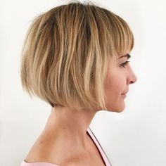 20 Hairstyles That Will Make You Look 10 Years Younger Short Blonde Bob With Bangs – Farbige Haare Summer Haircuts, Short Bob Haircuts, Haircuts With Bangs, Choppy Bob Hairstyles, Summer Hairstyles, Hairstyles 2018, Blonde Haircuts, Female Hairstyles, Medium Hairstyles