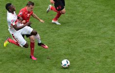 Switzerland's forward Breel Embolo (L) challenges Albania's midfielder Burim Kukeli during the Euro 2016 group A football match between Albania and Switzerland at the Bollaert-Delelis Stadium in Lens on June 11, 2016. / AFP / Denis CHARLET