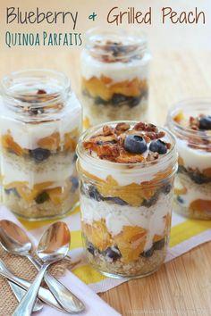 Blueberry & Grilled Peach Quinoa Parfaits - a healthy breakfast, snack or dessert with greek yogurt and fresh fruit! | cupcakesandkalechips.com |gluten free recipe