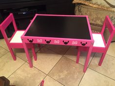 Hand painted kids chalk table Minnie mouse inspired by AmbersGoodiesGalore on Etsy Minnie Mouse Room Decor, Minnie Mouse Decorations, Minnie Mouse Toys, Minnie Mouse Party, Disney Rooms, Kid Table, Little Girl Rooms, Kids Bedroom, Bedroom Ideas