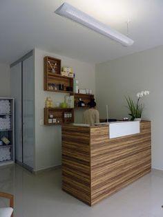 Lysam Nails SPA. En una de las principales zonas residenciales de León, Gto. se localiza Lysam Nails SPA, espacio dedicado al cuidado de manos y pies. La directora de la empresa, Lydia Robledo, se apoyó en la experiencia de Taller 5,  para desarrollar un muy atractivo proyecto de interior en el que se aprovechan todos los espacios, así asegurar una operación eficiente y el mejor servicio para los clientes.  http://www.podiomx.com/2012/07/lysam-nails-spa-por-taller-5-arquitectos.html