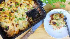 Tradiční řecká musaka se skládá zvrstev brambor, mletého masa, bešamelu aopečeného lilku. Jenže děti si zatím lilek příliš neoblíbily apro kuchaře znamená jeho opékání zdržení. Když lilek vynecháte, jídlo sice nebude úplně autentické, bude ale stejně syté achutné. Určitě ale nevynechejte špetku skořice podle původního receptu. Lasagna, Quiche, Breakfast, Ethnic Recipes, Food, Morning Coffee, Essen, Quiches, Meals