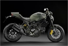 Italian domestic motorcycle manufacturer Ducati, has just launched the Ducati Monster Diesel 1100 Evo special issue of Diesel in the city of New York, United States. Hearing the word Ducati Monster Diesel, you would be surprised. Triumph Motorcycles, Cars And Motorcycles, Vintage Motorcycles, Custom Motorcycles, Custom Baggers, Bobbers, Monster Motorcycle, Women Motorcycle, Motorcycle Helmets