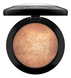 Mac Makeup Looks, Best Mac Makeup, Highlighter For Dark Skin, Mac Mineralize Skinfinish, Makeup Tutorial Mac, Gold Deposit, Top Makeup Artists, Glow, Makeup Brands