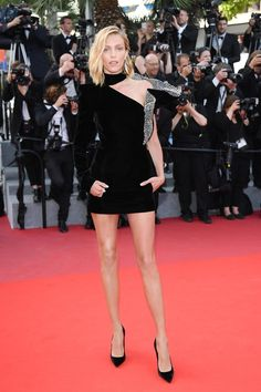Anja Rubik en Saint Laurent par Anthony Vaccarello
