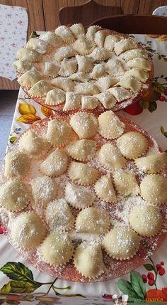 Ravioli ricotta e spinaci Bimby3.8 (76.67%) 6 votes Ravioli ricotta e spinaci Bimby, fresca pasta all'uovo ripiena, un classico della cucina italiana.Ottima con burro e salvia o un semplice sughetto veloce! Foto e ricetta di Pina G. Stampa Ravioli ricotta e spinaci Bimby Ingredienti Per la pasta all'uovo: 300 gr di farina 00 200 gr …