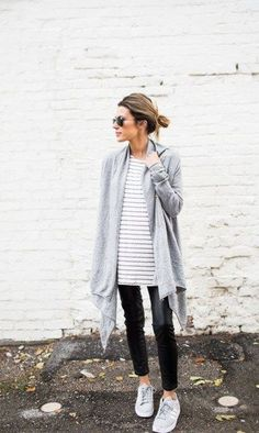 Amazing casual stripe outfits ideas for women (1)