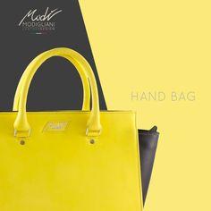 Borsa a mano con pannelli frontale e retro in pelle liscia gialla e fianchi in contrasto in pelle nera. Guardala qui! -> http://www.modi-fashion.com/prodotto/borsa-a-mano-bicolore-tracolla-2 #modì #modiglianileatherdesign #leatherdesign #handmade #madeinitaly #handmadeinitaly #bag #bags #fashion #clothes #clothing #fashionable #instafashion #swag #swagger #model #style #musthave #fashiondiaries #ootd #accessories #tagstagramers #yellow #tagsta_fashion #borsa #handbag #fashionblogger…