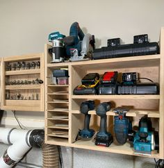 This drill charging station with sandpaper storage is an easy DIY project that brings some much needed organization to your shop. This project can easily be completed in one day and includes an integrated french cleat system thats simple and strong Power Tool Storage, Tv Storage, Garage Storage, Woodworking Projects Diy, Woodworking Shop, Woodworking Plans, Woodworking Videos, Diy Projects, Workshop Storage