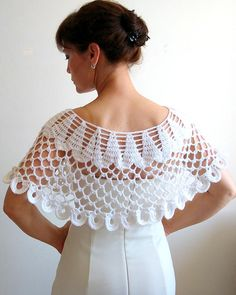 "diy_crafts-Ponchos y Capas circulares en Crochet, con patrones. ""On sale white capelet wedding cape lacy poncho bridal"", ""This post was discov Col Crochet, Crochet Poncho Patterns, Crochet Collar, Freeform Crochet, Crochet Woman, Crochet Blouse, Crochet Shawls And Wraps, Knitting Patterns, Crochet Capas"