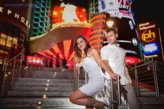 Vegas Strip at Night Photo | How To: Set Up a Wedding Photo Shoot on the Vegas Strip | Photo: Exceed Photography
