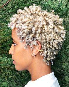 Short natural haircuts for black women are very impressive and versatile! Here are the newest short natural haircuts for black women to give you inspiration! Short Curly Cuts, Short Natural Haircuts, Short Dark Hair, Curly Haircuts, Curly Bob, Curly Hair Styles, Natural Hair Styles, Tapered Hair, Dyed Natural Hair