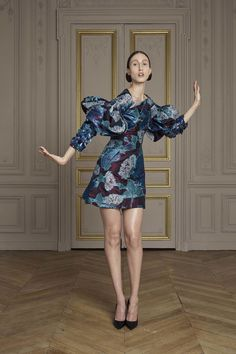 See the complete Giles Deacon Fall 2016 Couture collection. #fashionart #fw16