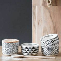 Discover Maisons du Monde's [product_name]. Browse a varied range of stylish, affordable tableware to add a unique touch to your home. Home Interior, Kitchen Interior, Interior Decorating, Porcelain Ceramics, Ceramic Bowls, Black And White Interior, Black White, Pretty Mugs, Kitchenware