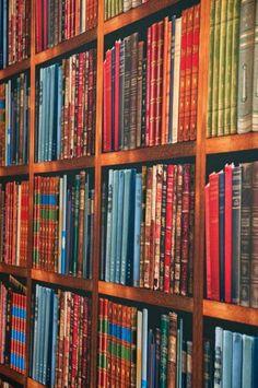 bookshelf wallpaper, david stark