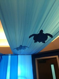 This is such a wondreful idea for a under water or mermaaid themeed party! Cardboard sea turtles