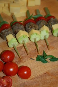 φαγητο για παιδικο παρτυ - Αναζήτηση Google Girl Party Foods, Party Finger Foods, Finger Food Appetizers, Kids Party Menu, Snacks Für Party, The Kitchen Food Network, Fingerfood Party, Greek Recipes, International Recipes