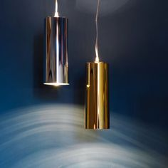 A simple cylindrical pendant characterised by transparent polycarbonate finish, the Easy slim pits metallic lustres against light. Designed by Ferruccio Laviani, the polished chrome or gold finish provides a dazzling hanging feature that, once turned on, is enhanced by a myriad of reflections.