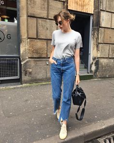 """1,268 curtidas, 15 comentários - Lizzy Hadfield (@shotfromthestreet) no Instagram: """"Most laid back Sunday outfit ever. There is a new video today too! Sharing my current favourite…"""""""