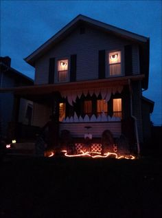 monster house halloween decor - Decorated Houses For Halloween