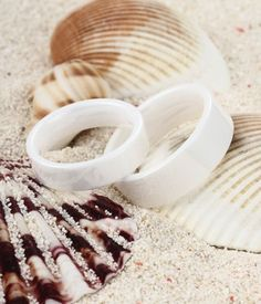 Pure, fresh and elegant, this set of white ceramic rings is really a piece of artwork, the high polished finish brings even more brilliance to these beautiful rings. It is really great choice as a women's or men's wedding band and wil match your wedidng dress or suit perfectly.