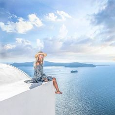 Want to visit Greece? Good choice! It's a fantastic country and definitely one of my favorite destinations to travel. If you haven't yet been, here are 35 reasons why I think you should visit Greece at least once in their life!