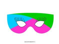 Giocare con le mascherine di Carnevale in festa carnevale