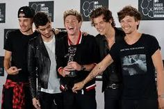 The 2013 MTV Video Music Awards One Direction won another award this year, the fan-voted song of the summer, for Best Song Ever One Direction Awards, One Direction Shirts, One Direction Outfits, One Direction Concert, One Direction Pictures, I Love One Direction, Larry, Video X, Mtv Videos