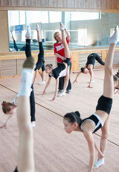 gymnast trainer – Vyhledávání Google Dream Job, Gymnastics, Trainers, Ballet Skirt, Google, Fashion, Tennis Sneakers, Fashion Styles, Sweatshirt