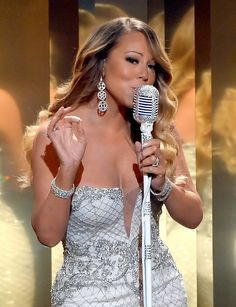 Mariah Carey The Bet Awards Why Is She Wearing A Fucking Wedding