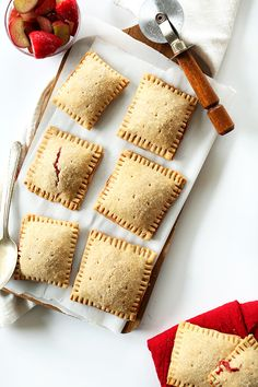 Vegan Pop-Tarts made with a whole -rain crust and simple strawberry-rhubarb compote. Glaze is optional but obviously a total bonus. Strawberry Rhubarb Compote, Rhubarb Crumble, Pop Tarts, Minimalist Baker, Baker Recipes, Thing 1, Summer Fruit, Delicious Desserts, Sweet Treats