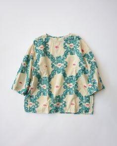 歳時記Tシャツ 上巳 Bell Sleeves, Bell Sleeve Top, Sewing Magazines, Mode Inspiration, Floral Tops, Sewing Patterns, Blouses, Women's Fashion, Embroidery
