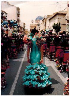 Traje turquesa y coral para las Fiestas de los Moros y Cristianos de IBI (Alicante)