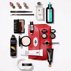 Viikonloppu- tai talvilomareissun täydellinen meikkipussi: kevyt meikkivoide hiusöljy raikas tuoksu ja pikkutunneille kestävä lineri. Eight Hour Cream -voide taas toimii huulikiiltona ja kulmakarvageelinä. Done!  @paulzakphotography  via ELLE FINLAND MAGAZINE OFFICIAL INSTAGRAM - Fashion Campaigns  Haute Couture  Advertising  Editorial Photography  Magazine Cover Designs  Supermodels  Runway Models