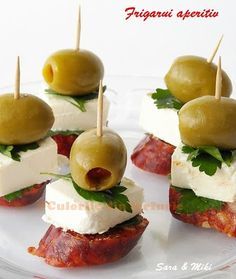 Preparation:  Sausage, whatever type is to be dry and cut 1 cm thick. Cheese cut into cubes. Put a piece of sausage, cheese cube and an olive green above with each other and through with a toothpick. Simple appetizer ready in 2-3 minutes.    ingredients:  * Chorizo ​​sausage  * Goat cheese, cottage cheese, feta  * Green olives  * Parsley * toothpicks