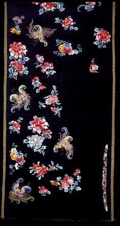 Length of silk velvet embroidered in silks, China, ca. Chinese Embroidery, Beaded Embroidery, Hand Embroidery, Embroidered Silk, Korean Art, Asian Art, Chinese Culture, Chinese Art, Weaving Textiles