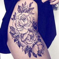 Ce n'était pas toi que j'allais chercher là-bas, dis-je très bas d'une voix tremblante, mais moi. Seulement, maintenant tu es là et, en te trouvant, je crois que je me suis trouvée. [Dans chacun de mes mots - Tamara Irland Stone] #Tattoos#Ink#Inked#Inspiration#Roses#FrenchQuote#Quote#Citation