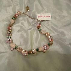 Betsey johnson necklace glam wow NWT Pink flowers rose gem grenn accents golden tone (L HM) Betsey Johnson Jewelry Necklaces
