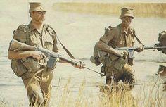 SADF squad on patrol in 1977 during the Border War. Nice depiction of the Nutria Brown uniform, FN rifles, and pattern 70 webbing. Military Art, Military History, Army Day, Military Special Forces, Vietnam War, Costume, Warfare, Troops, South Africa