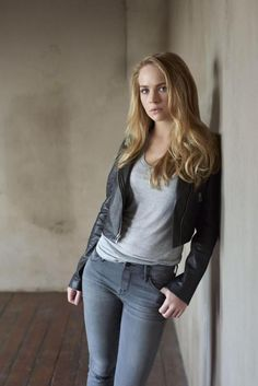 """Photos of sexy and Nude Britt Robertson. Britt Robertson is an American actress. First significant role, Robertson was in the 2007 film """"Dan in Real Life"""" Britt Robertson, Pretty People, Beautiful People, The Longest Ride, Poses, Woman Crush, Beautiful Actresses, Girl Crushes, Celebs"""